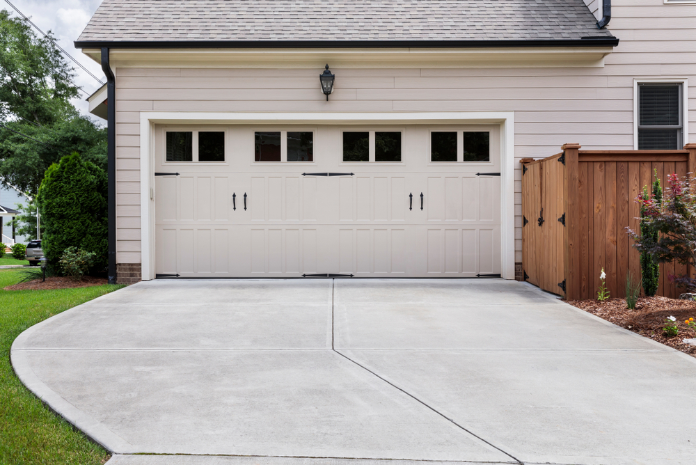 Doppelgarage im Stil des Hauses